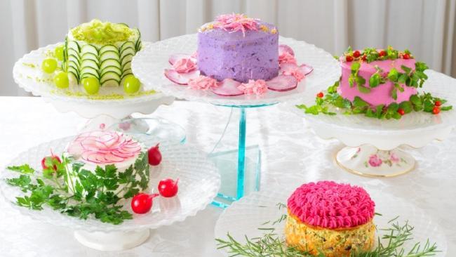 An ingenious idea of a Japanese food stylist: salads like cakes