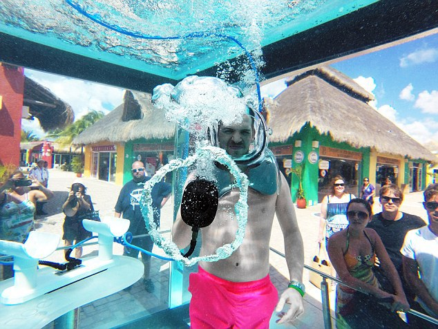 In Mexico comes the first underwater bar.